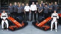 Hromadná fotografie týmu McLaren v Brazílii