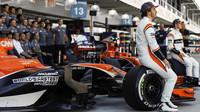 Fernando Alonso a Stoffel Vandoorne před závodem v Brazílii