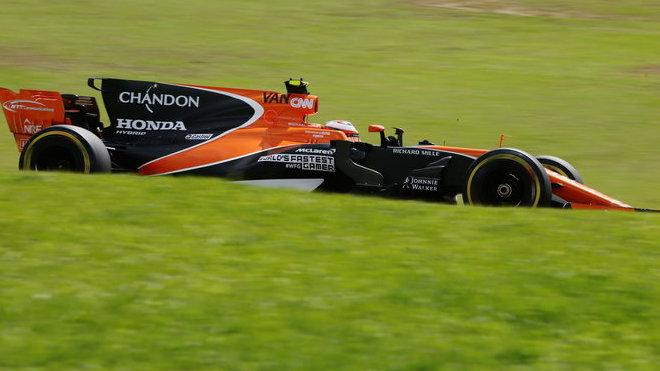 Partnerství s McLarenem ani zdaleka nepřineslo kýžené výsledky, proto po letní přestávce došlo k rozchodu
