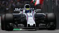 Felipe Massa v závodě v Brazílii