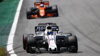Felipe Massa a Fernado Alonso v závodě v Brazílii