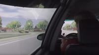 Natáčení videí během řízení zbytečně odvádí vaši pozornost