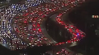 VIDEO: Záběry kolabující dopravy v Los Angeles připomínají vánoční dekorace - anotační foto