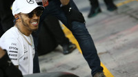 Druhý trénink kořistí Hamiltona, Vettel za ním s minimální ztrátou - anotační foto