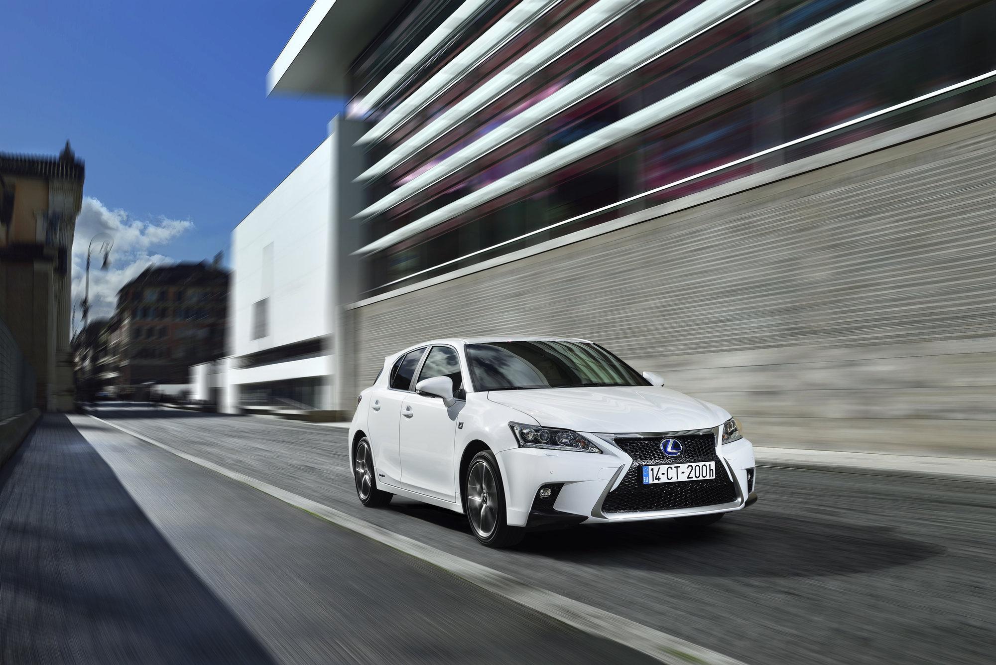 Lexus CT 200h se dostal na první místo v kategorii rodinných vozů