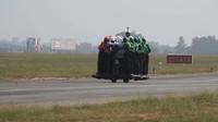 Přeprava 58 vojáků na jednom motocyklu je skutečně husarský kousek
