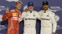 Sebastian Vettel, Valtteri Bottas a Lewis Hamilton po kvalifikaci v Abú Zabí