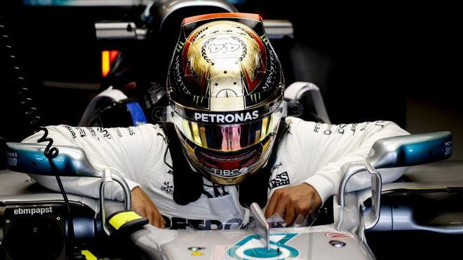 Lewis Hamilton usedá do svého Stříbrného šípu