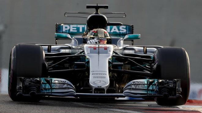 Lewis Hamilton na rovince v Abú Zabí dosáhl 336,3 km/h