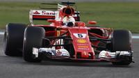 Sebastian Vettel v závodě v Abú Zabí