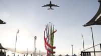 Úvodní letecká show před závodem v Abú Zabí