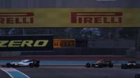 Felipe Massa a Fernando Alonso v závodě v Abú Zabí