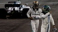 Felipe Massa a Lewis Hamilton po závodě v Abú Zabí