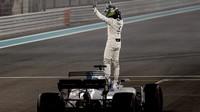 Felipe Massa se loučí s fanoušky po závodě v Abú Zabí