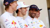 Brendon Hartley, Daniel Ricciardo, Pierre Gasly a Max Verstappen v Abú Zabí