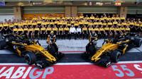 Společná fotografie týmu Renault v Abú Zabí