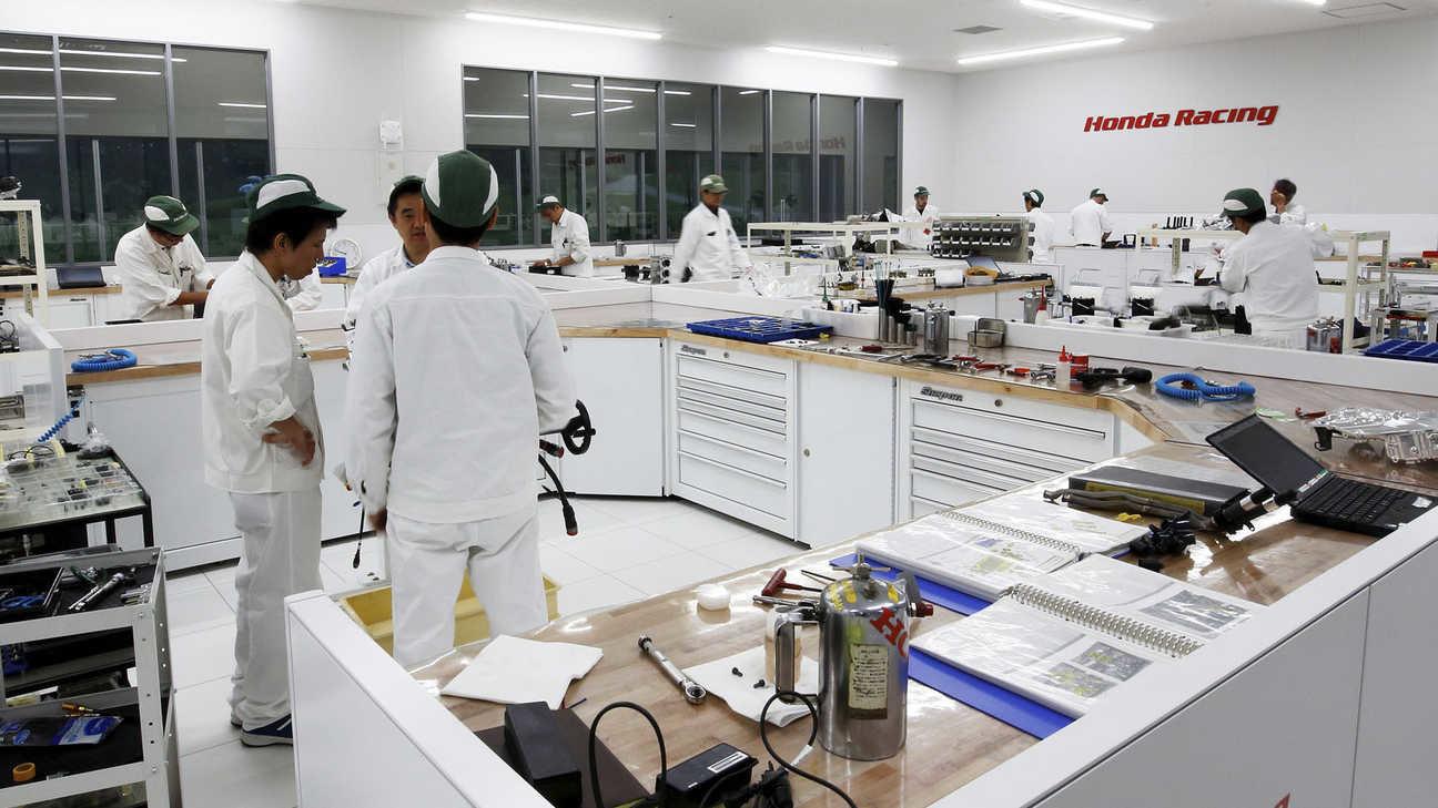 V továrně Hondy v japonské Sakuře