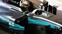 Lewis Hamilton při testech v Abú Zabí