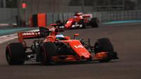 Fernando Alonso při testech v Abú Zabí