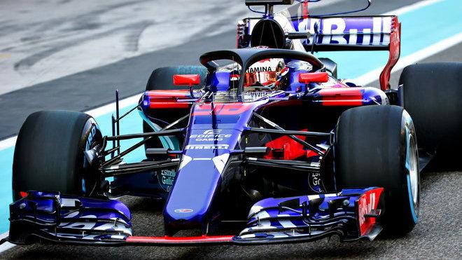 Toro Rosso během loňských testů v Abú Zabí
