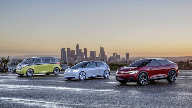 Členové modelové řady Volkswagen I.D. na autosalonu Los Angeles Auto Show 2017