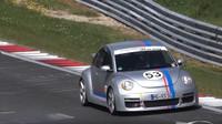 Ostrý Volkswagen Beetle RSi na Ringu