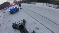 Nadšený řidič motokáry nedokázal odolat prvnímu sněhu
