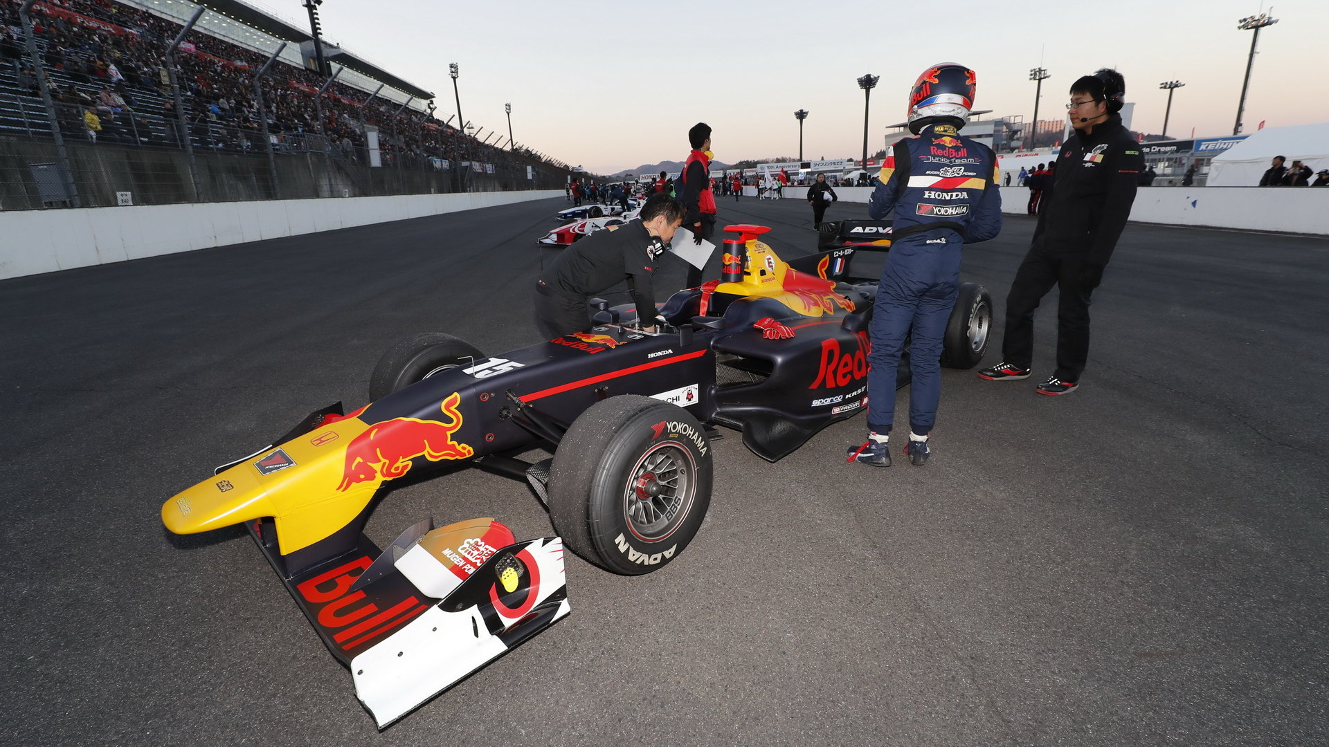 Pierre Gasly s Red Bullem na Honda Thanks Day 2017