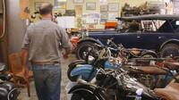 Paul se zaměřuje na sbírání a renovace raritních automobilů a motocyklů