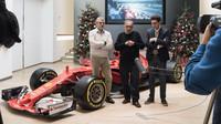 Šéfové Ferrari (zleva: Maurizio Arrivabene, Sergio Marchionne a Matia Binotto) na tradičním předvánočním večírku