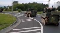 Vojenská kolona Pandurů během přesunu ze cvičení