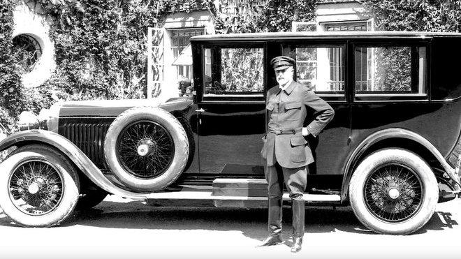 Škoda Hispano-Suiza. Na snímku první vyrobený vůz, převzatý prezidentem T. G. Masarykem.