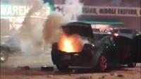 Novoroční požár podpálil černý Dodge Charger