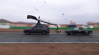 Kromě Mustangu využívali tvůrci filmu i další vozy s filmovou technikou, například Mercedes, ...