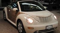 """Vzácný VW Beetle """"Woody edition? Ale kdeže, jen kříženec vozů VW Beetle a Chrysler PT Cruiser"""