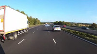 Krizová situace na dálnici M40 skončila jako zázrakem bez nehody