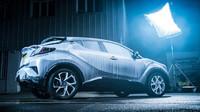 Tým britské Toyoty mrazil hybridní C-HR při teplotě - 20 °C a přitom ho přitom poléval vodou