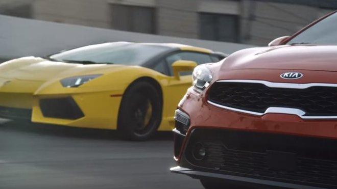 Kia Forte vyzvala na souboj Lamborghini Aventador a překvapivě vyhrála