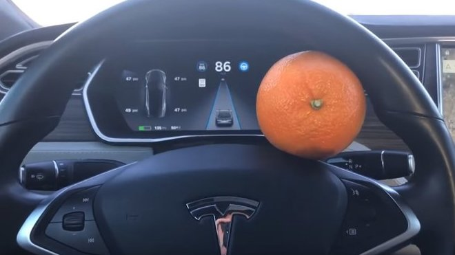 Snadný způsob, jak oklamat pojistku Tesla Autopilot