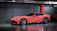 Ferrari f12 Berlinetta v exkluzivním polepu Supreme/Louis Vuitton