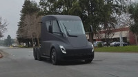 Tesla už testuje nový tahač v ulicích, po městě se pohybuje s neuvěřitelnou lehkostí - anotační foto