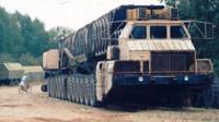 Nejabsurdnější stroj Sovětského svazu? 24 poháněných kol neslo 105 tun jaderné zkázy - anotační foto