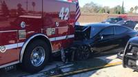 Autopilot poslal Teslu Model S přímo pod hasičskou cisternu