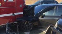 Autopilot poslal Model S přímo pod hasičskou cisternu, Tesla opět v hledáčku vyšetřovatelů - anotační foto
