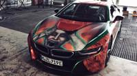 BMW s unikátním designem má na kapotě ukrytého Jokera