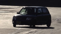 """Tzv. """"PVC Pipe Drifting"""" je geniální způsob, jak si za pár korun užít tuny srandy za volantem předokolky"""