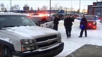 Policisté si dojeli pro zloděje, kterého kolemjdoucí zablokovali v autě, které se pokoušel ukrást