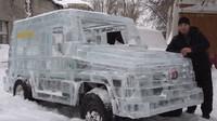 Funkční Mercedes-Benz třídy G vyrobený z ledu