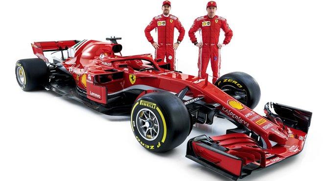 Sebastian Vettel a Kimi Räikkönen při představení nového vozu