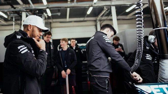 Hamilton zpochybňuje Rosbergovo tvrzení, považuje ho za účelové - anotační obrázek